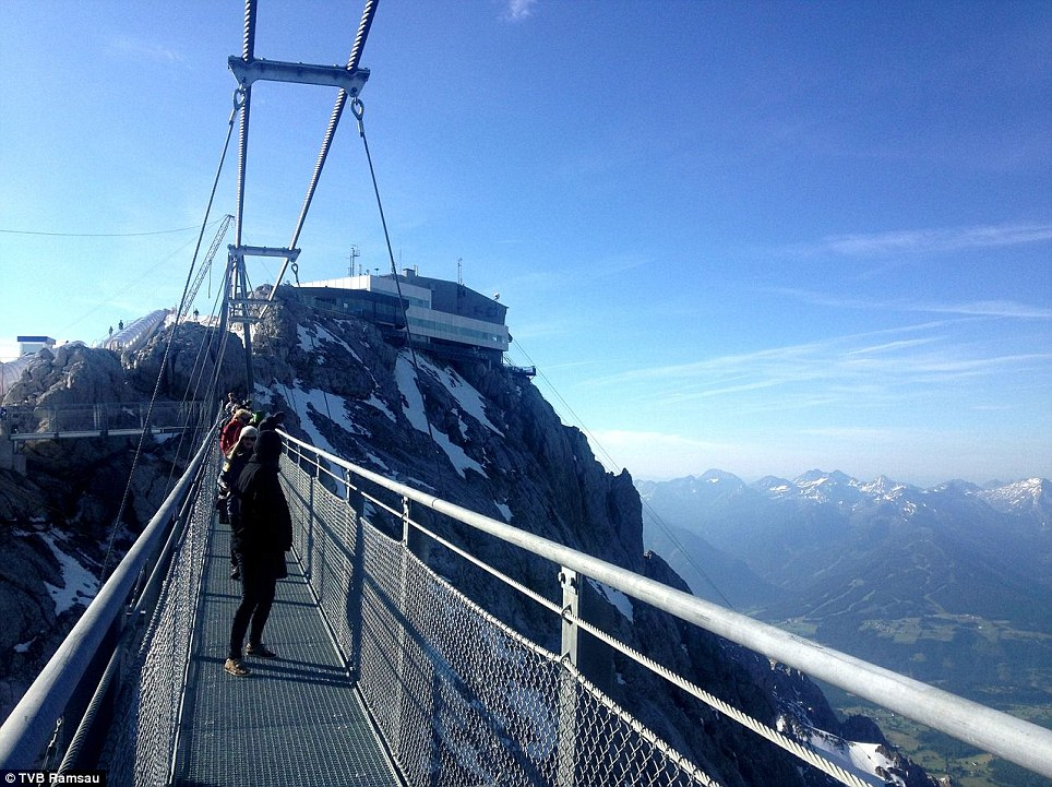 dachstein-suspension-bridge-3.jpg
